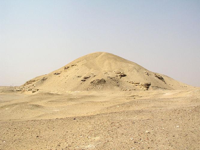 Pyramid-Amenemhet-I