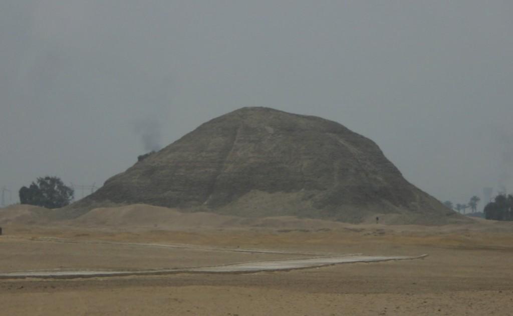 Pyramid-amenemhet-111