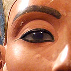 Nefertiti-eye